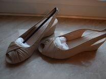 Кожаные босоножки на неб уст каблуке — Одежда, обувь, аксессуары в Санкт-Петербурге