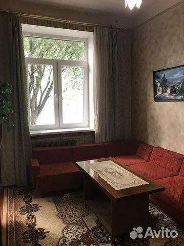 Продается двухкомнатная квартира за 2 100 000 рублей. Красная улица, 13.