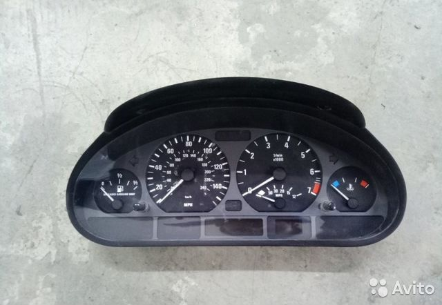 The instrument panel of the Bmw 3-Series E46 M54 2001