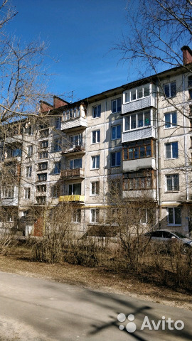 Продается трехкомнатная квартира за 1 600 000 рублей. Ленинградская обл, г Луга, мкр Городок, д 289.