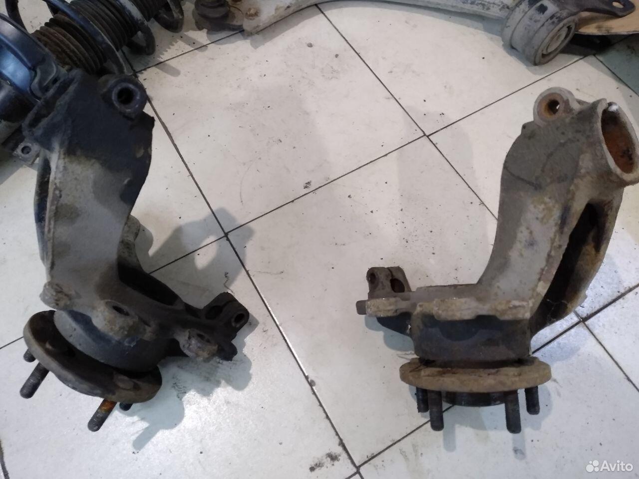 Кулак поворотный левый и правый Focus III  89185070564 купить 2